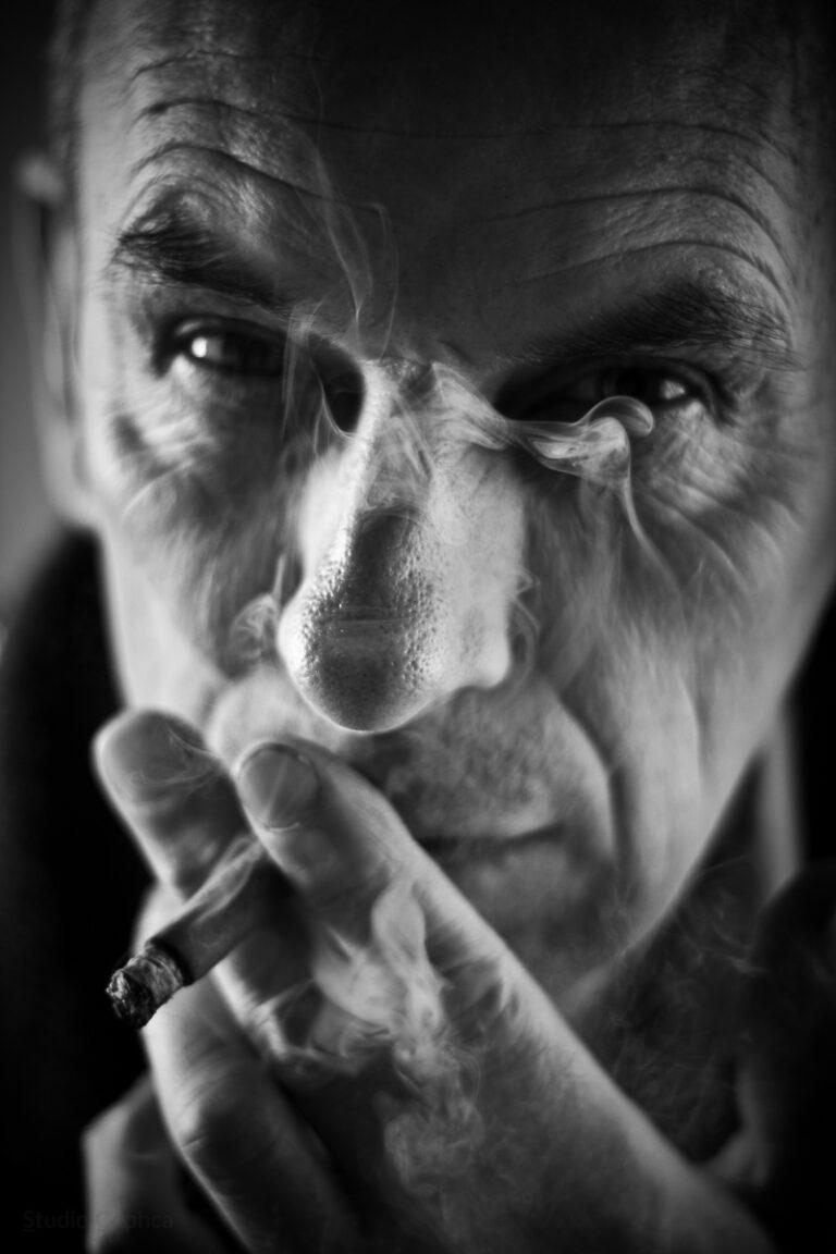 Portrait_Smoke_DOF_Man_Caphca_Photography